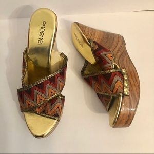 EUC Arden B zig zag gold wedge platform sandals 10